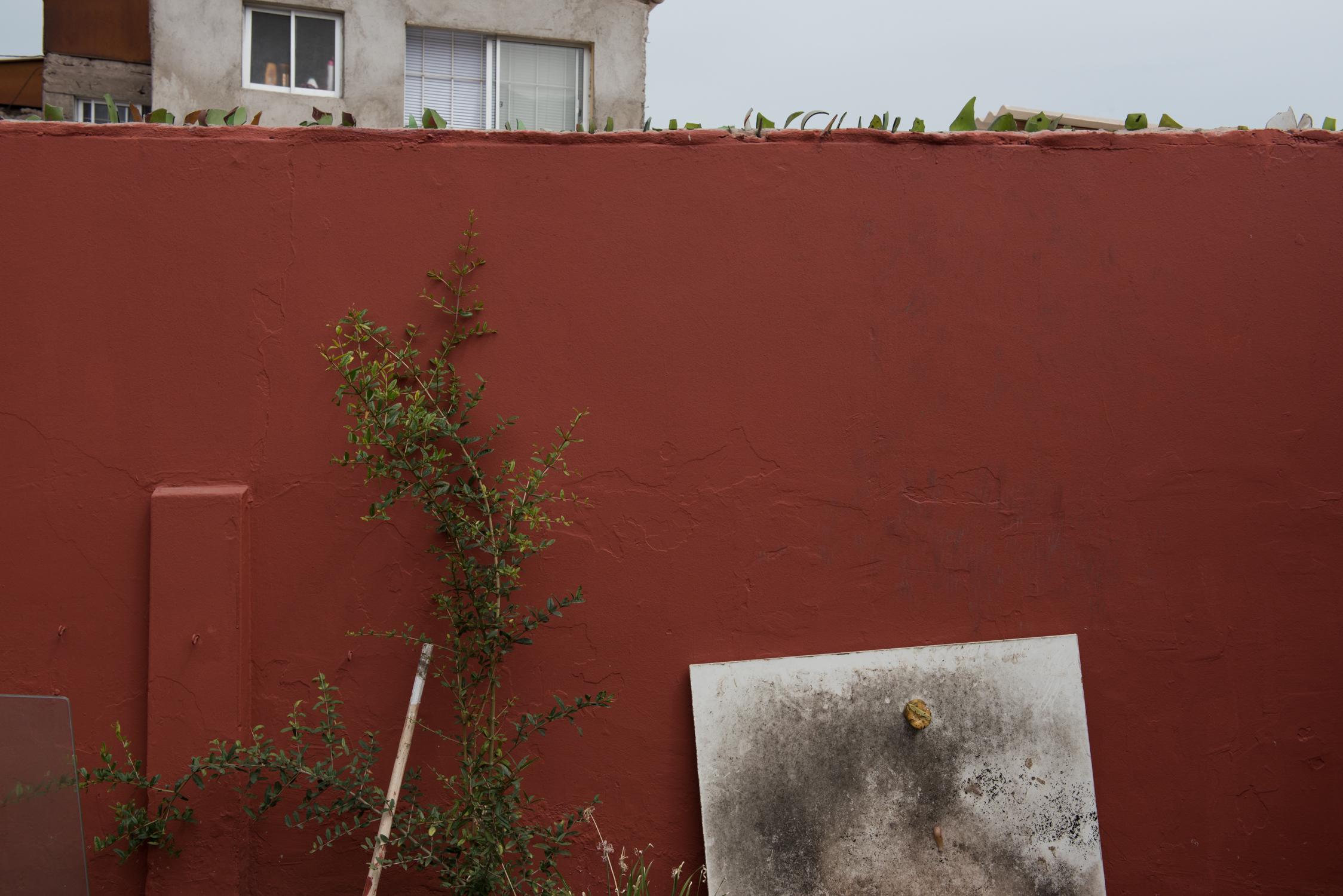 Muro del desaliento uno. (Discouragement wall one)Iquique, Tar